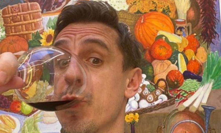 Γκάρι Νέβιλ: Γιορτάζει με… κρασάκι τη διάλυση της ESL!