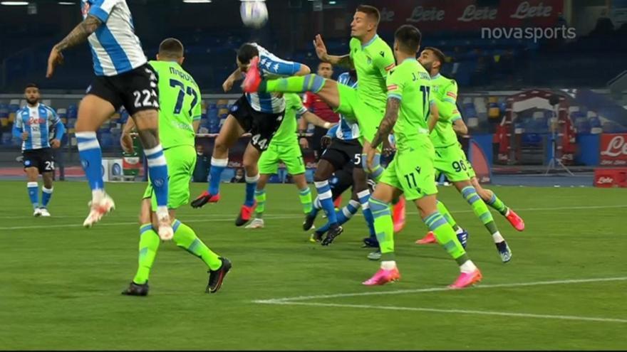 Νάπολι-Λάτσιο: Ο Μανωλάς κέρδισε πέναλτι για το 1-0