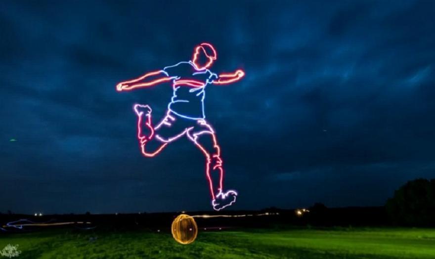 Drones δημιούργησαν ποδοσφαιριστή 40 μέτρων στο ουρανό!