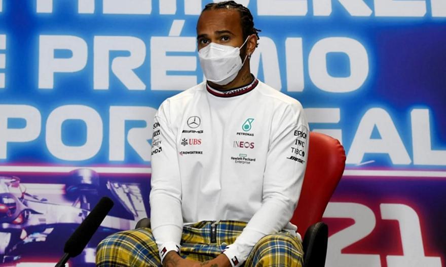 Λουίς Χάμιλτον: Συνεχίζει και του χρόνου στη Formula 1