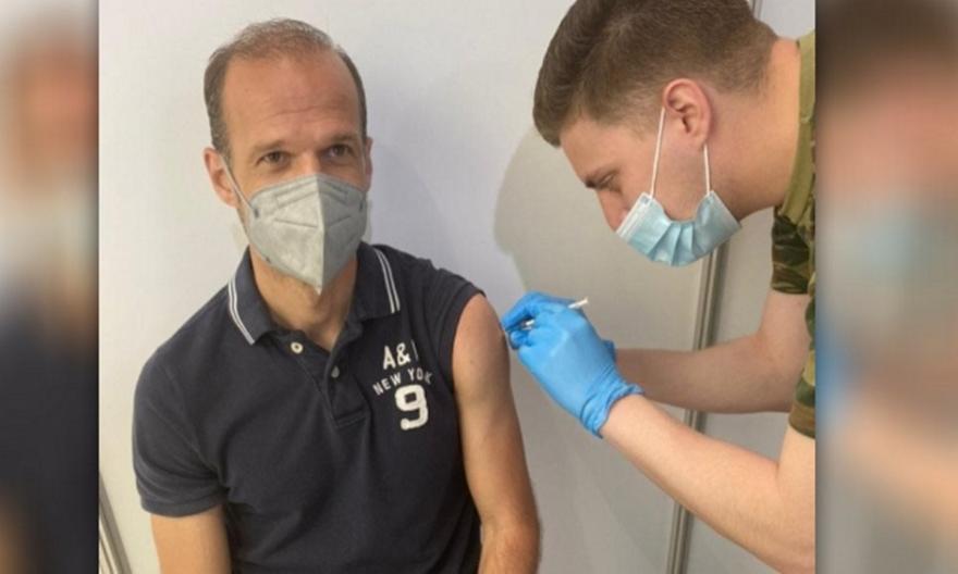Μπασινάς: Άλλαξε το ραντεβού εμβολιασμού με Pfizer