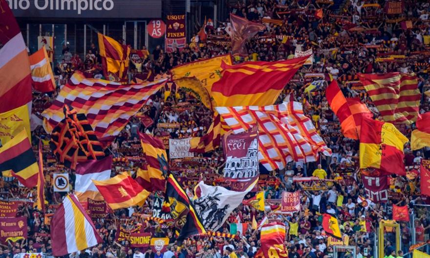 Γκάζια των οπαδών της Ρόμα στους παίκτες