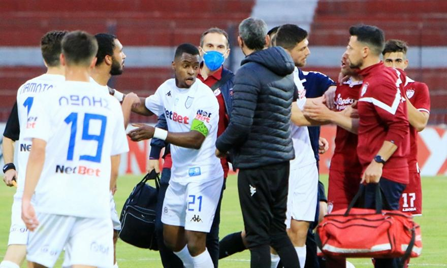 ΑΕΛ-ΠΑΣ Γιάννινα: Απείλησε να φύγει από το γήπεδο ο Κάστρο για ρατσιστική επίθεση του Μπέρτου!