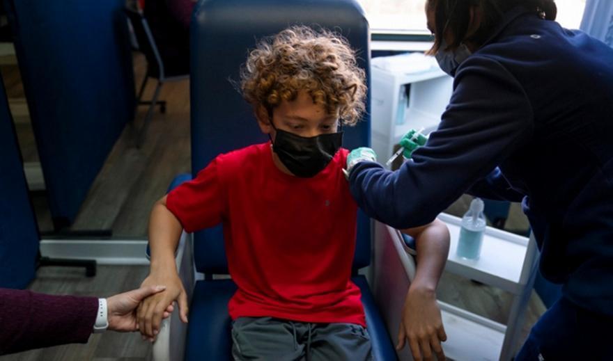 Pfizer-Μoderna: Δοκιμές εμβολίων σε παιδιά 6 μηνών-11 ετών