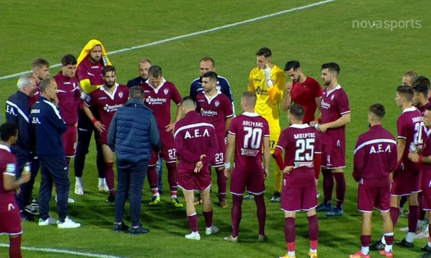 Ο Κούγιας μίλησε στους παίκτες της ΑΕΛ μετά το ματς με τον ΠΑΣ