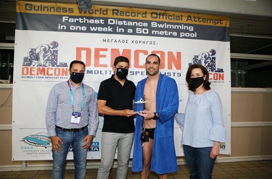 Ρεκόρ Γκίνες Χρυσικόπουλου: Κάλυψε 358,2 χλμ κολύμβησης