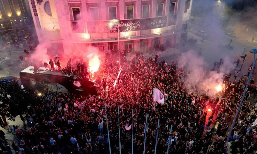 Πάρτι μέχρι το ξημέρωμα για τον Κυπελλούχο ΠΑΟΚ στη Θεσσαλονίκη
