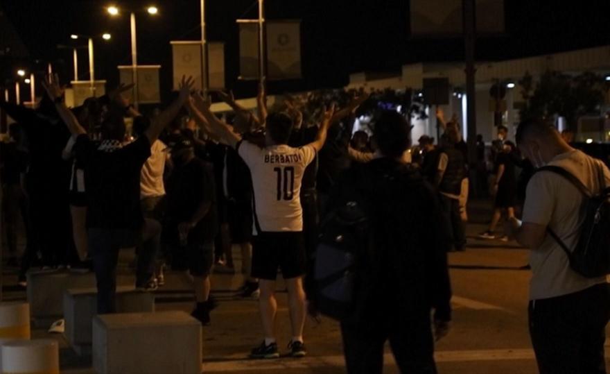 Φίλαθλοι του ΠΑΟΚ περιμένουν τους Κυπελλούχους στο «Ελευθέριος Βενιζέλος»