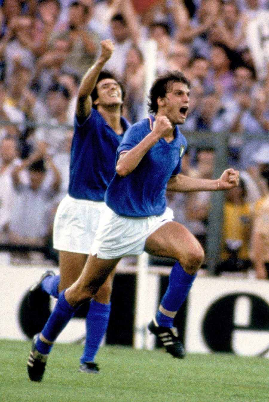 Ιταλία: Ο λόγος που φοράει μπλε και... πράσινη φανέλα!