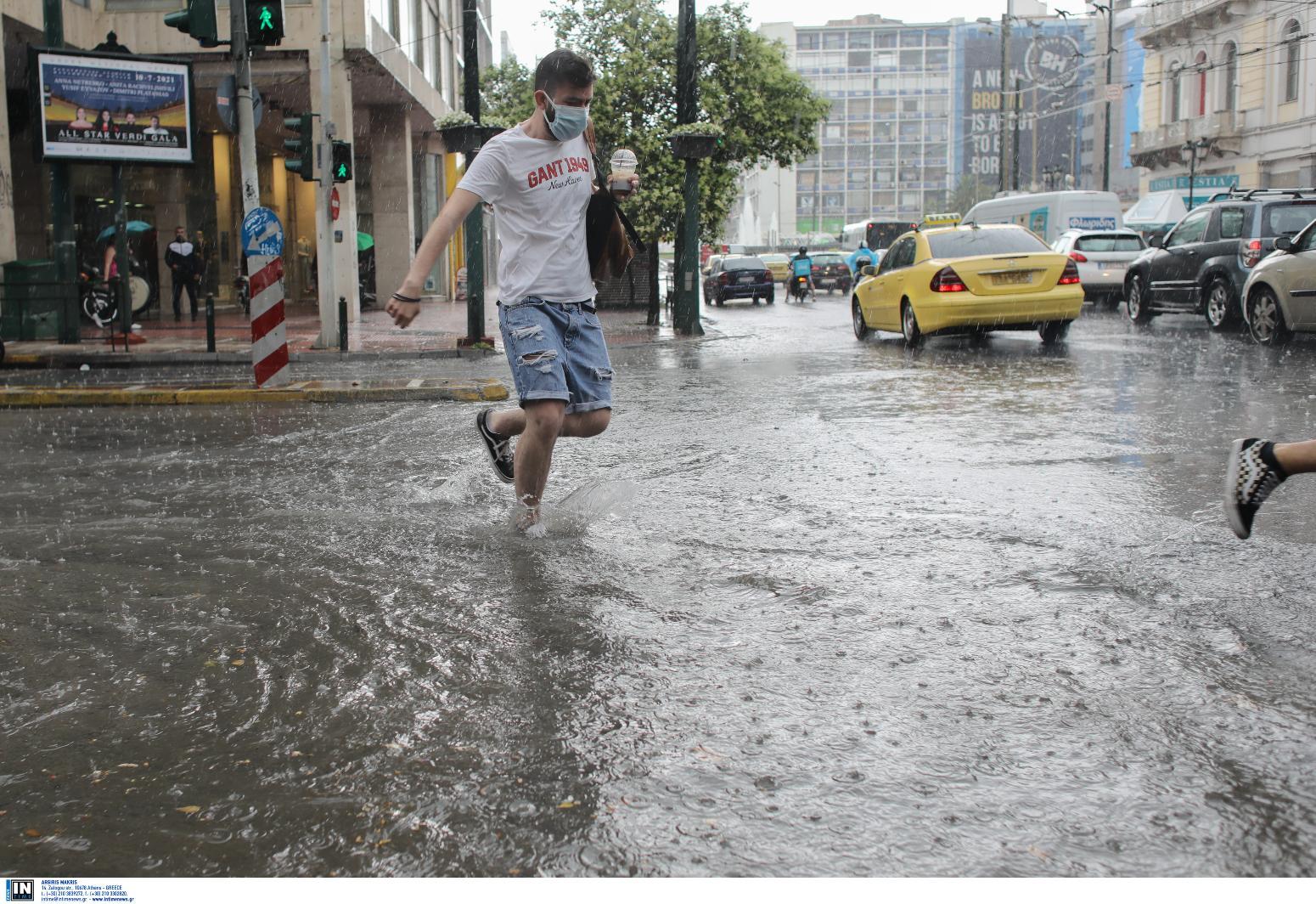 Αττική: Έντονη καταιγίδα, προβλήματα στην κυκλοφορία!