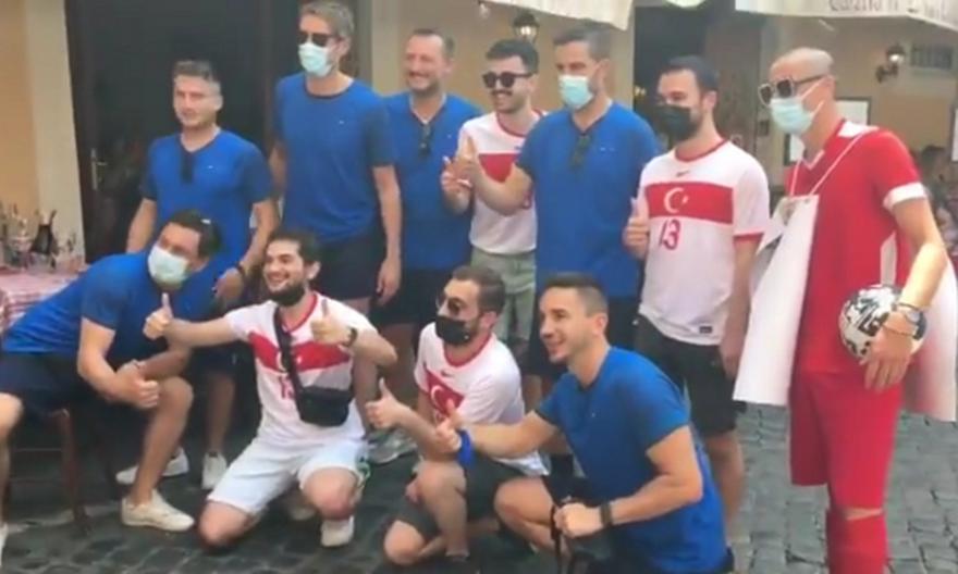 Τουρκία-Ιταλία: Κοινές φωτογραφίες οπαδών των δύο ομάδων