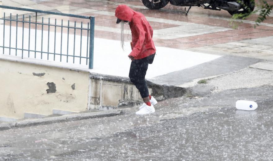 Θεσσαλονίκη: Χωρίς τις αισθήσεις του άνδρας σε όγκο νερών