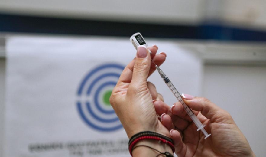 Σχέδιο για πρώτο πακέτο άρσης περιορισμών σε εμβολιασμένους