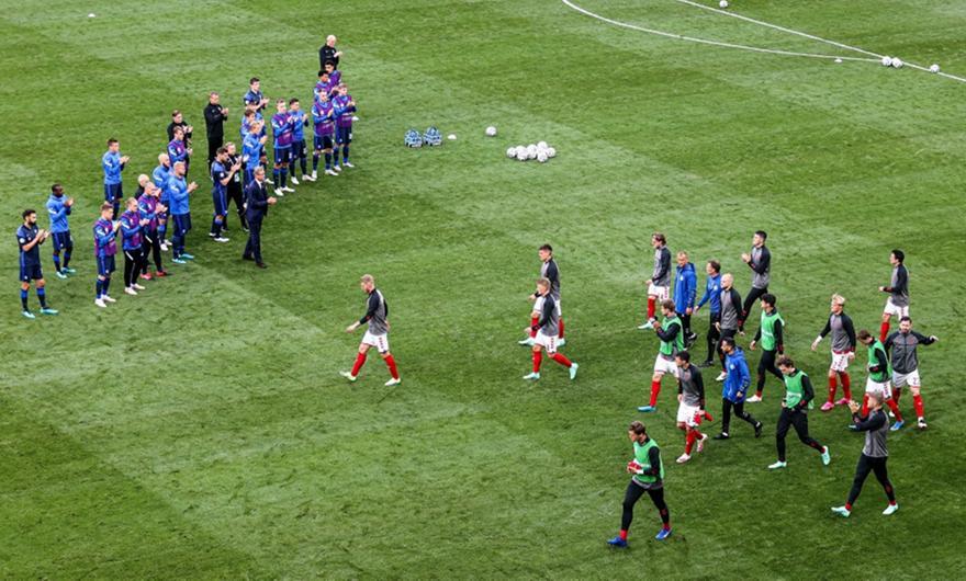 Συγκινητική στιγμή: Το standing ovation των Φινλανδών στους Δανούς! (pic)
