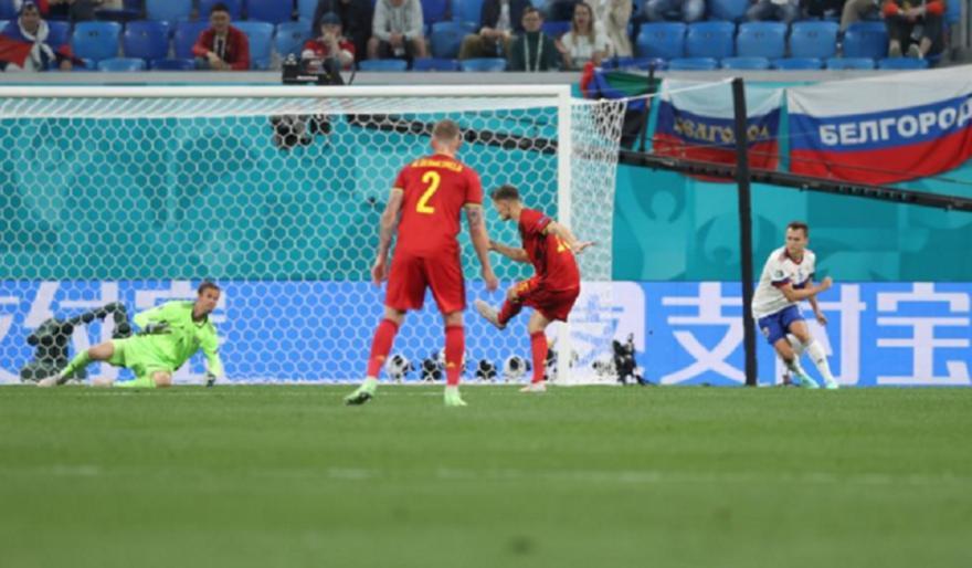 Λάθος του Ζούνιν και 2-0 με Μενιέ το Βέλγιο!