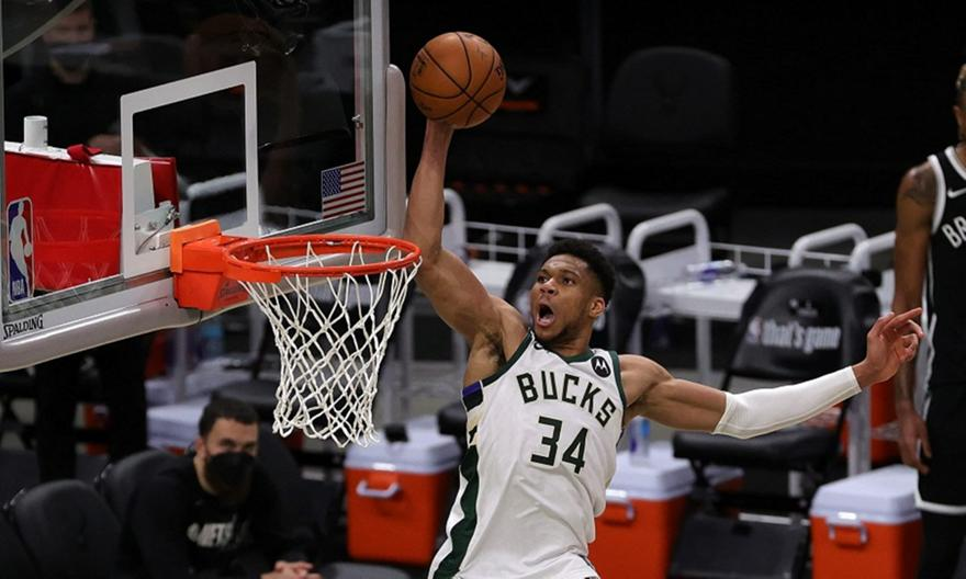 Αντετοκούνμπο: Στην κορυφή του TOP 5 του NBA