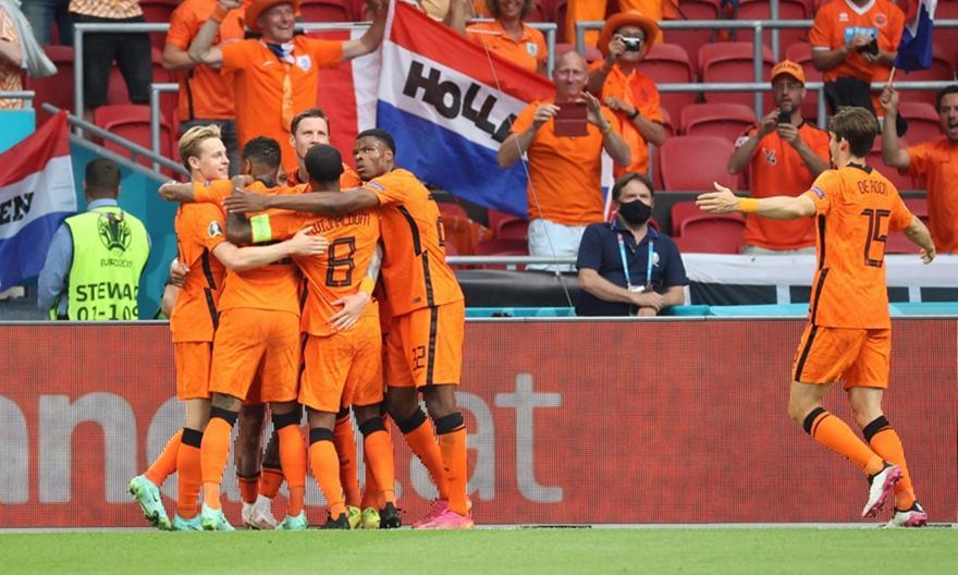 Ντάμφρις λαμπρός έστειλε την Ολλανδία στους «16»!