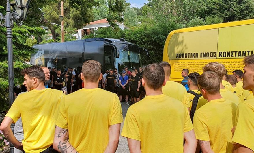 ΑΕΚ: Επίσκεψη οπαδών στο ξενοδοχείο της Πορταριάς