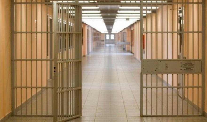 Μαχαίρια, μεταλλικές ράβδοι και ουσίες στη φυλακή Ηρακλείου