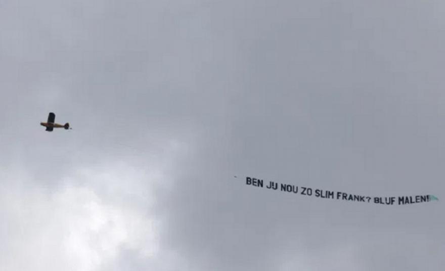 Μάλεν: Οι Ολλανδοί έστειλαν μήνυμα με μπάνερ στον Ντε Μπουρ