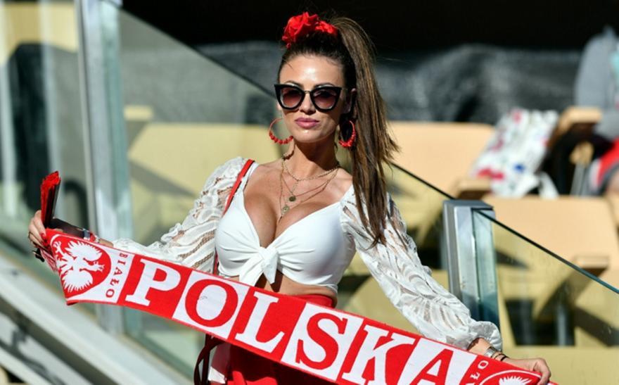 Η «καυτή» fan της Πολωνίας έφερε γούρι στο Euro