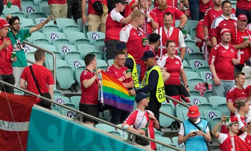 Σεκιούριτι αφαίρεσαν σημαία των ΛΟΑΤΚΙ από οπαδούς