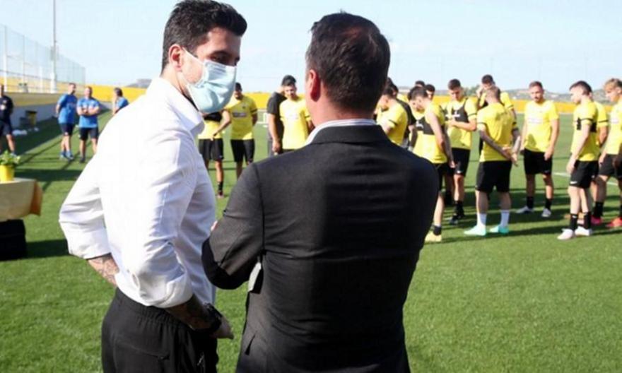 Τσακίρης: «Έρχονται εξελίξεις και για τα μπακ στην ΑΕΚ»