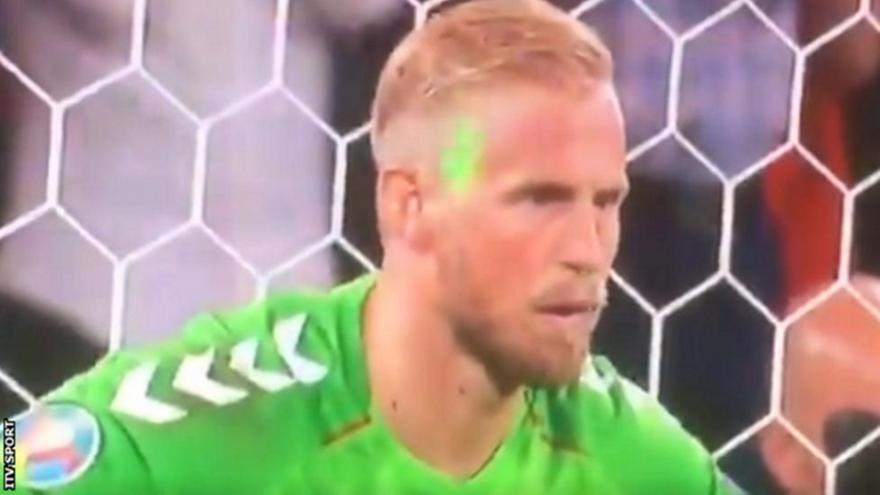 Αγγλία: Έρευνα της UEFA για λέιζερ στο πρόσωπο του Σμάιχελ