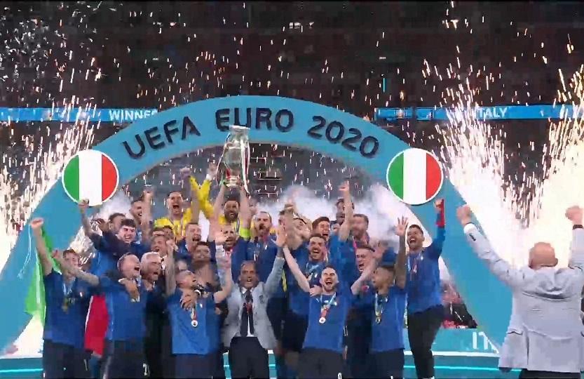 Ιταλία-Αγγλία: Η απονομή στην Πρωταθλήτρια Ευρώπης