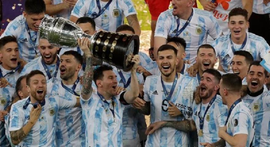 Μέσι: Αργεντινός έκανε τατουάζ την κούπα