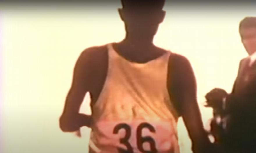 Τζον Στίβεν Ακχουάρι: Τερμάτισε τελευταίος και νίκησε!