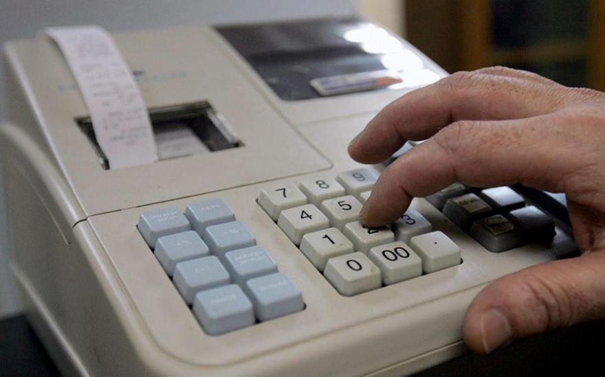 ΑΑΔΕ: Ποιοι επαγγελματίες κινδυνεύουν με πρόστιμα έως 5.000