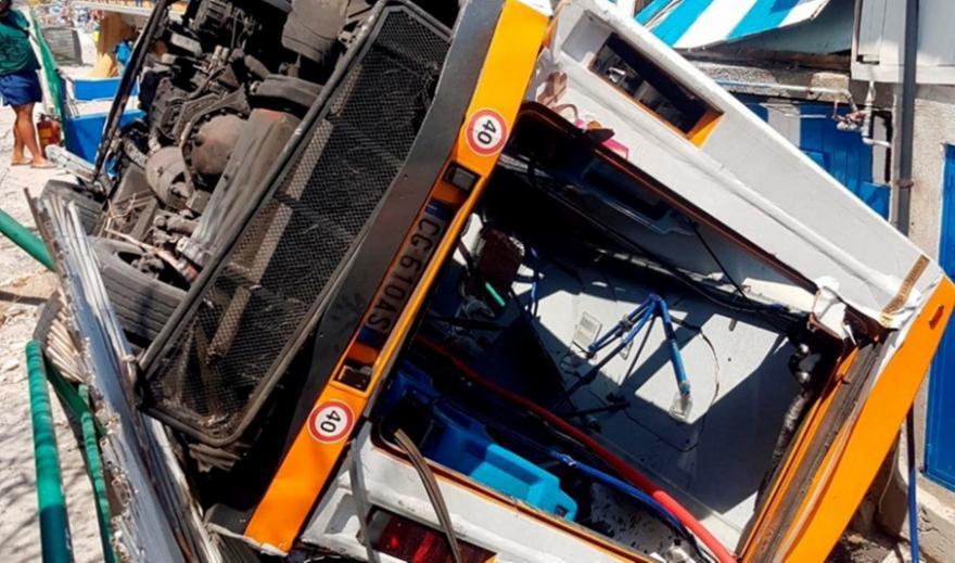 Ιταλία: Ένας νεκρός και 28 τραυματίες από πτώση λεωφορείου