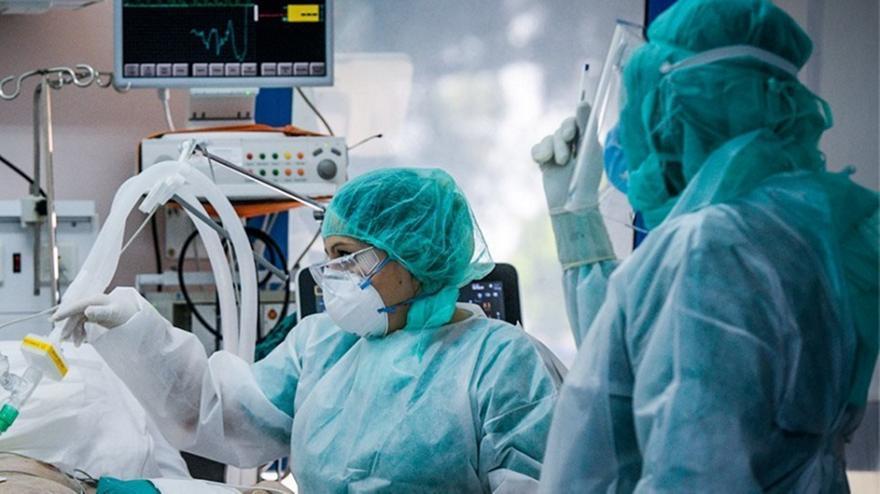 Κορωνοϊός: Γεμίζουν ξανά τα νοσοκομεία