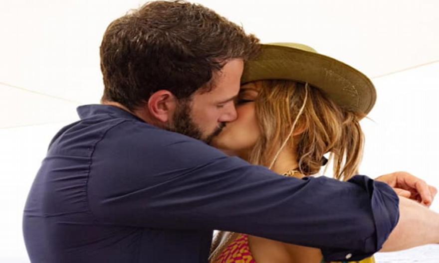 Τζένιφερ Λόπεζ: Παθιασμένο φιλί με τον Μπεν Άφλεκ