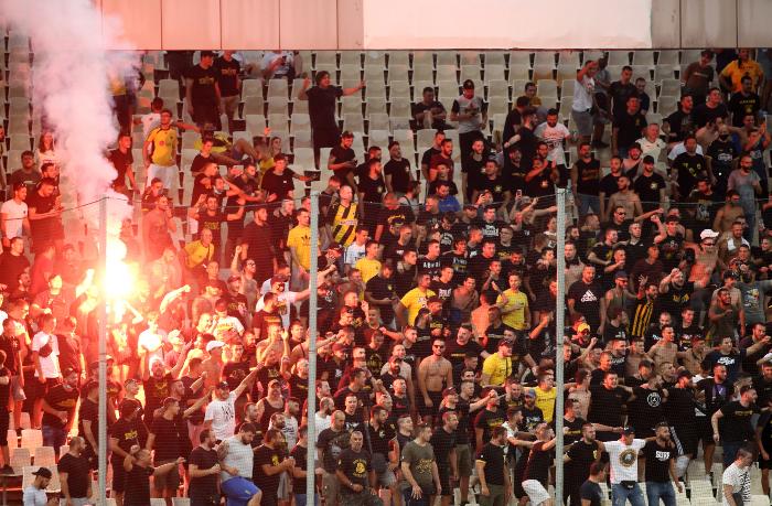 ΑΕΚ-Βελέζ: Οι φίλαθλοι της ΑΕΚ στις εξέδρες
