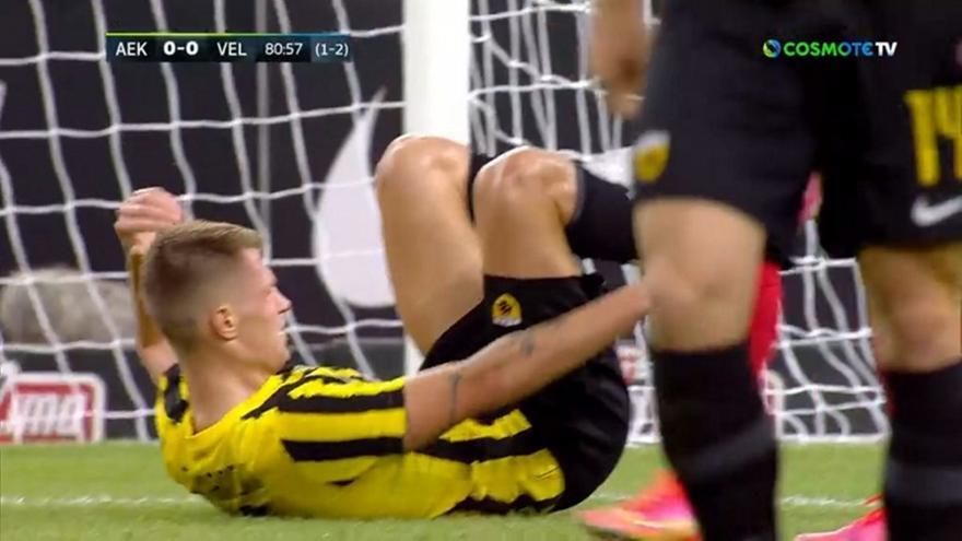 AEK-Βελέζ: Ζήτησε πέναλτι ο Σιμάνσκι!