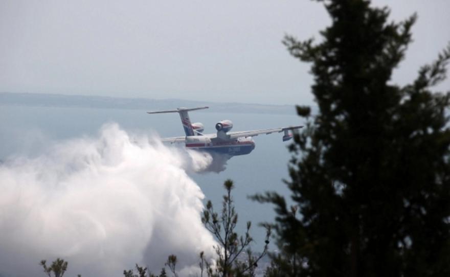 Μάχη με τις φλόγες σε 4 μέτωπα: Εκκενώσεις οικισμών