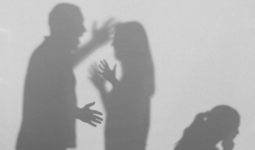 Συλλήψεις και καταγγελίες για ενδοοικογενειακή βία
