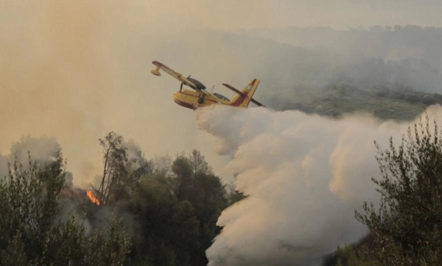 Πύρινα μέτωπα: Ανεξέλεγκτη η φωτιά στη Ρόδο