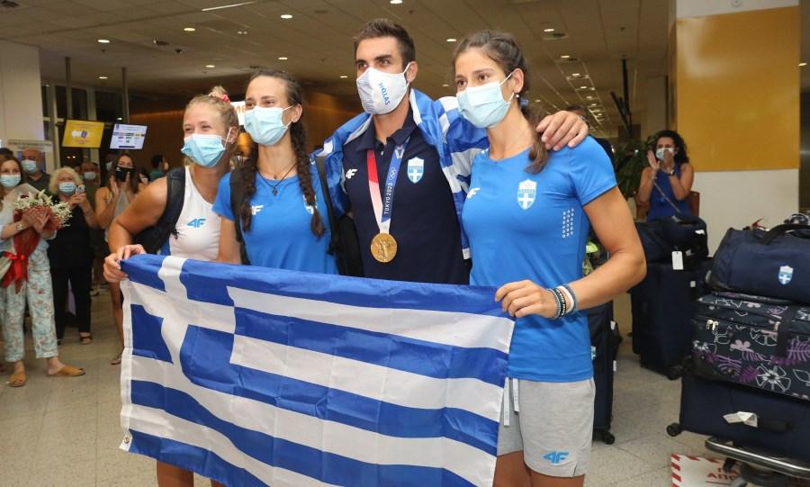 Ντούσκος: Υποδοχή στο αεροδρόμιο