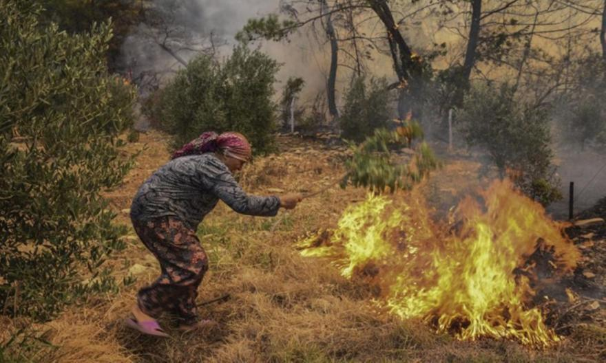 Τουρκία: Στους 8 οι νεκροί στις φωτιές, οργή για Ερντογάν