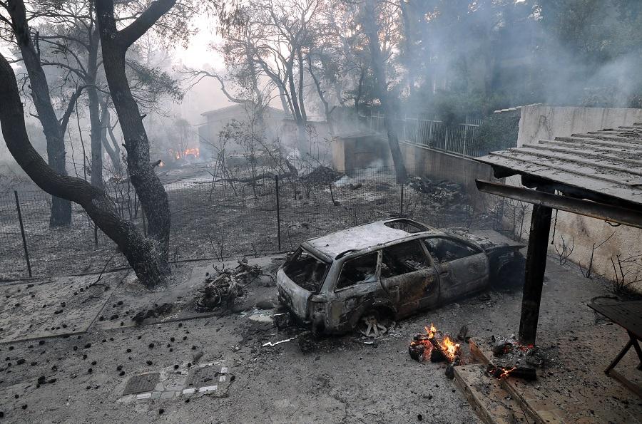 Βαρυμπόμπη:  Οι καπνοί από τη φωτιά κάλυψαν την Αττική!