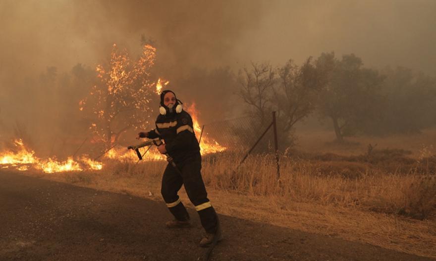 Βαρυμπόμπη: Συγκλονιστικό βίντεο πυροσβέστη!