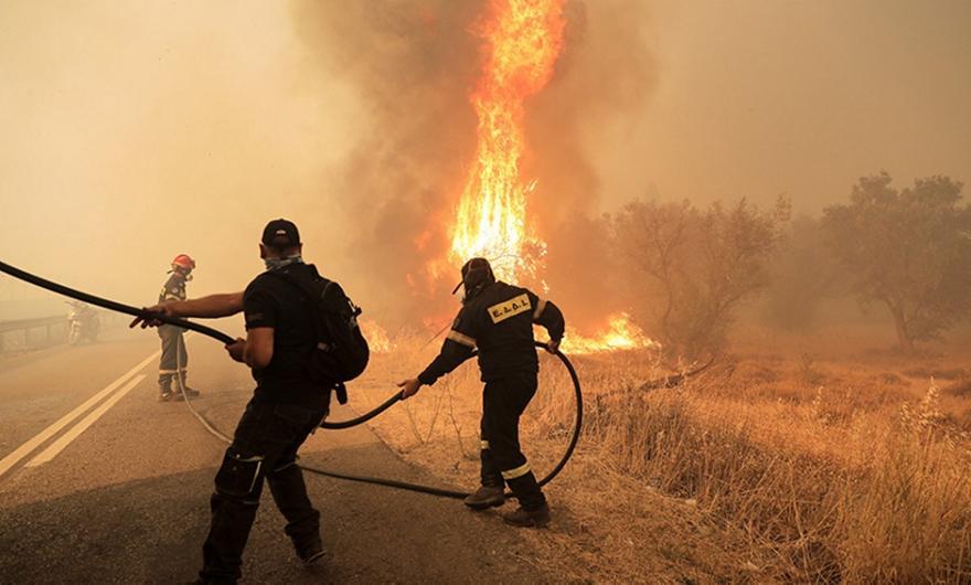 Φωτιά στη Βαρυμπόμπη: Διεκόπη πάλι η κυκλοφορία οχημάτων