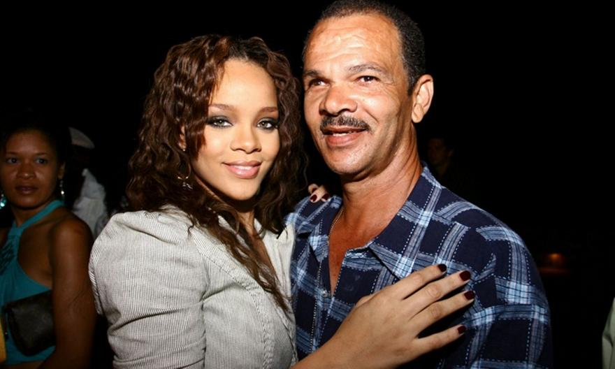 Rihanna: Απέσυρε τη μήνυση κατά του πατέρα