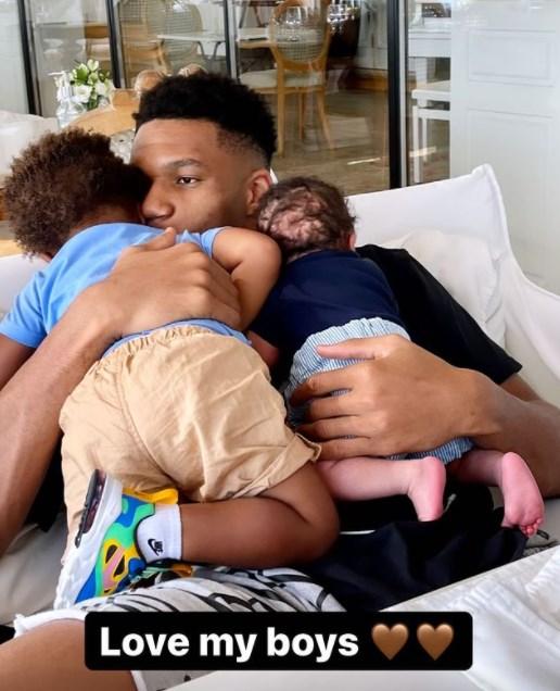 Γιάννης: Πόσταρε τρυφερή photo με τα παιδιά του