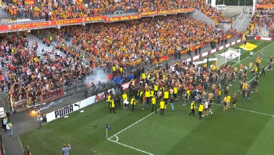 Λανς-Λιλ: Μπούκαραν στο γήπεδο οι οπαδοί
