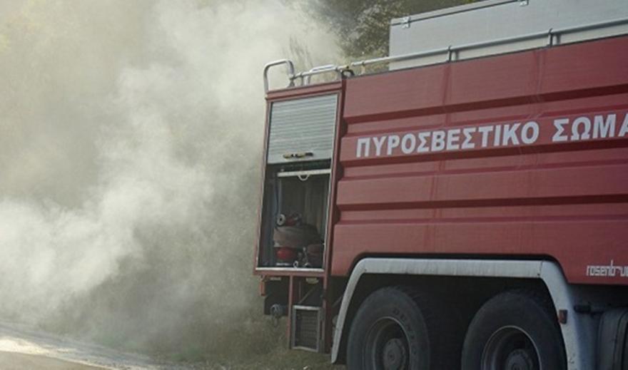 Καλύβια: Φωτιά σε διπλοκατοικία - Ακούστηκαν εκρήξεις