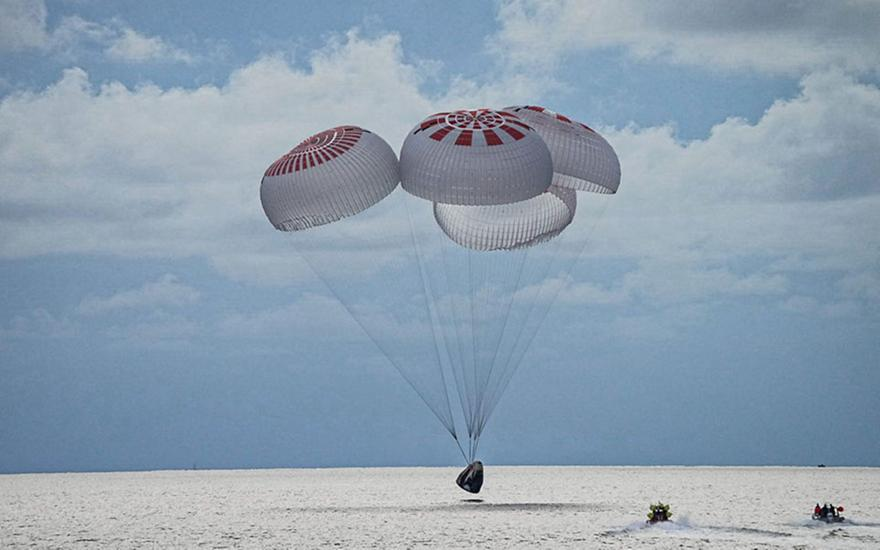 SpaceX: Oι τουρίστες του διαστήματος επέστρεψαν στη Γη